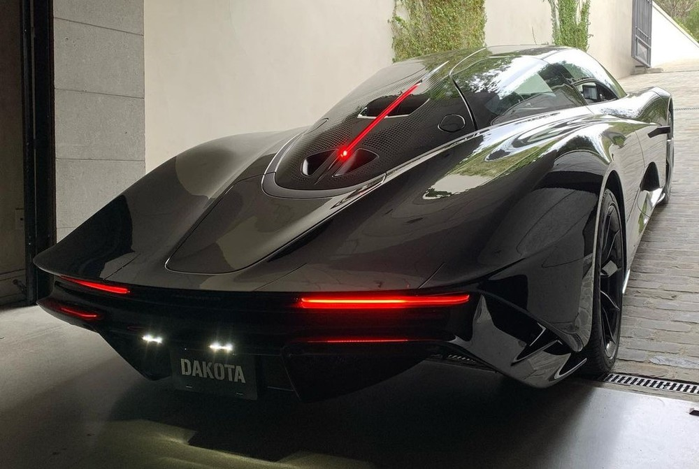 McLaren Speedtail lúc mới về garage của chủ nhân Koenigsegg Agera Thor