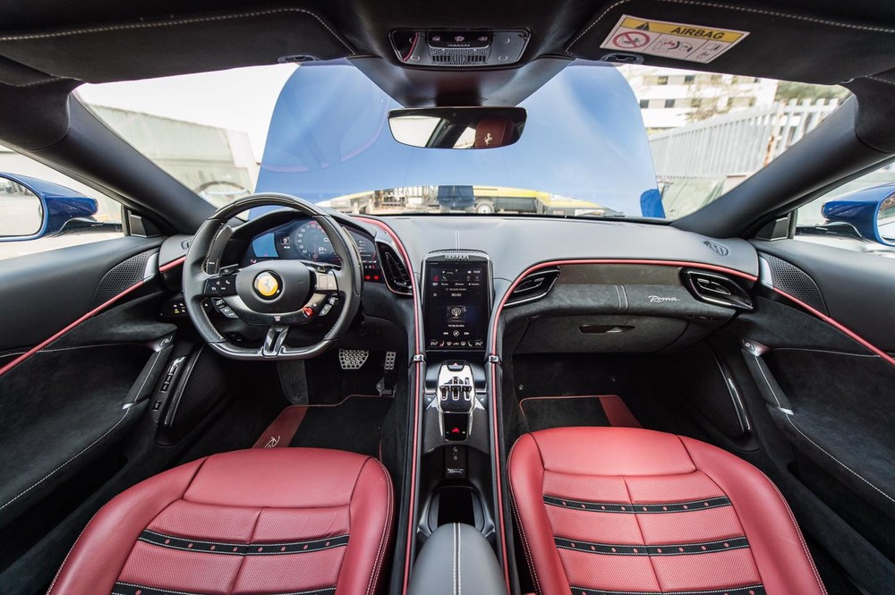 Toàn cảnh khoang lái siêu xe Ferrari Roma đầu tiên Việt Nam