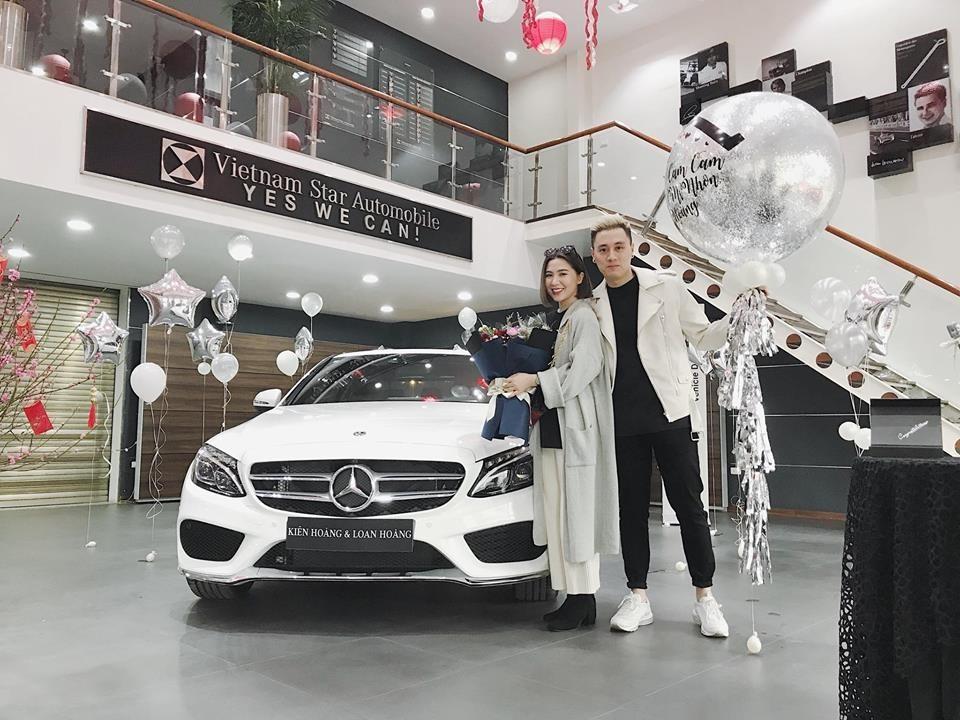 Cách đây 3 năm, cặp vợ chồng này cũng mua Mercedes-Benz C300 AMG để chơi Tết