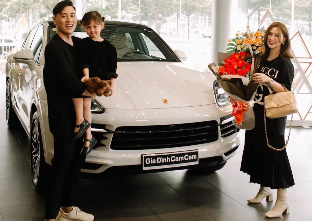 Vợ chồng diễn viên Kiên Hoàng tậu Porsche Cayenne Coupe chơi Tết, giá từ 5 tỷ đồng