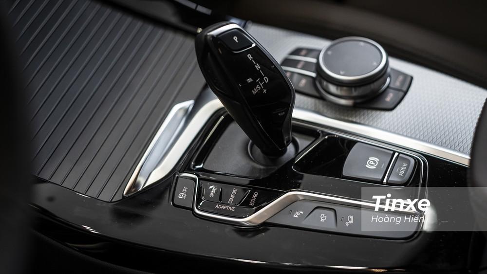 BMW X3 xDrive30i M Sport được bổ sung thêm chế độ lái thích ứng chủ động Adaptive cho phép chiếc xe tự lựa chọn các tuỳ chỉnh tối ưu nhất với từng tình trang giao thông.