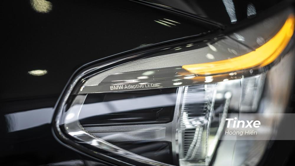 Công nghệ đèn chiếu sáng trên BMW X3 xDrive30i M Sport là BMW LED Adaptive cho phép chiếc xe có thể tự động điều chỉnh hướng sáng phù hợp với tình trạng giao thông.