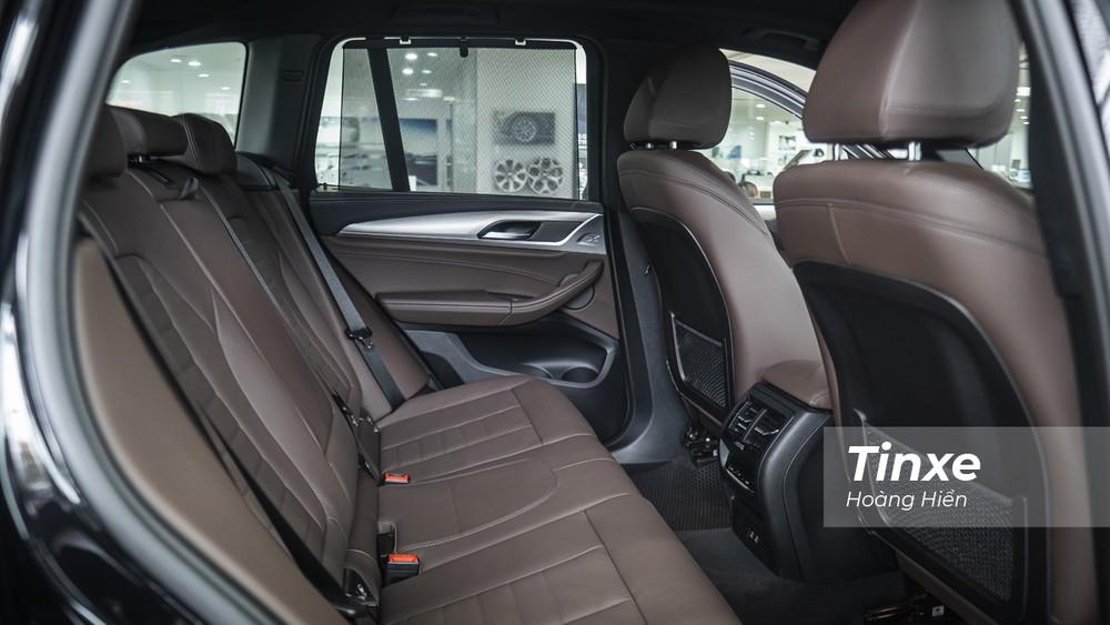 Hàng ghế thứ 2 phía sau của BMW X3 xDrive30i M Sport cũng được bổ sung thêm một số tiện nghi mới.