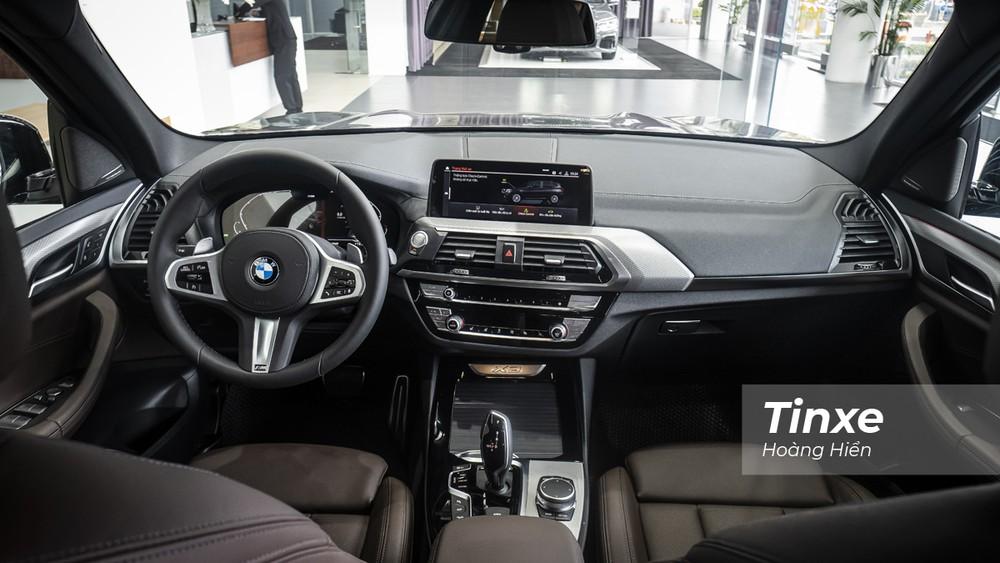 Không gian nội thất bên trong BMW X3 xDrive30i M Sport có một số thay đổi nhỏ để phù hợp hơn với nhu cầu sử dụng của khách hàng tại Việt Nam.
