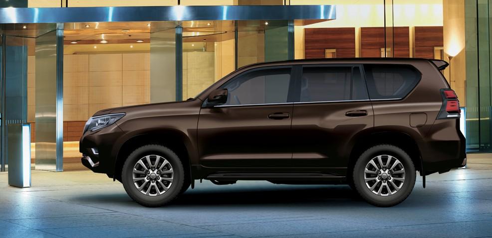 Toyota Prado 2021 mang vóc dáng mạnh mẽ, cứng cáp.