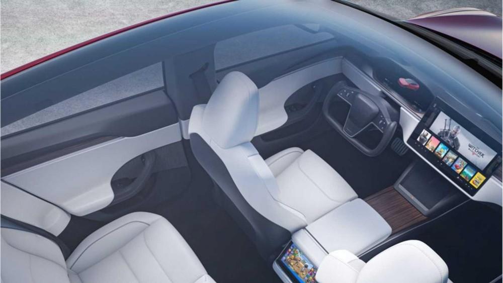 Tesla Model S 2021 có 2 phiên bản là Long Range và Plaid