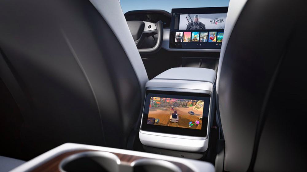 Trong Tesla Model S 2021 có cả máy tính chơi game
