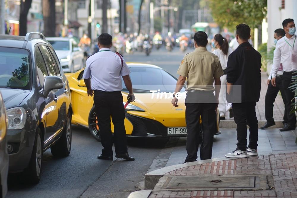 Chiếc xe sau đó được người lái nhanh chóng quẹo vào nhà của Phan Thành