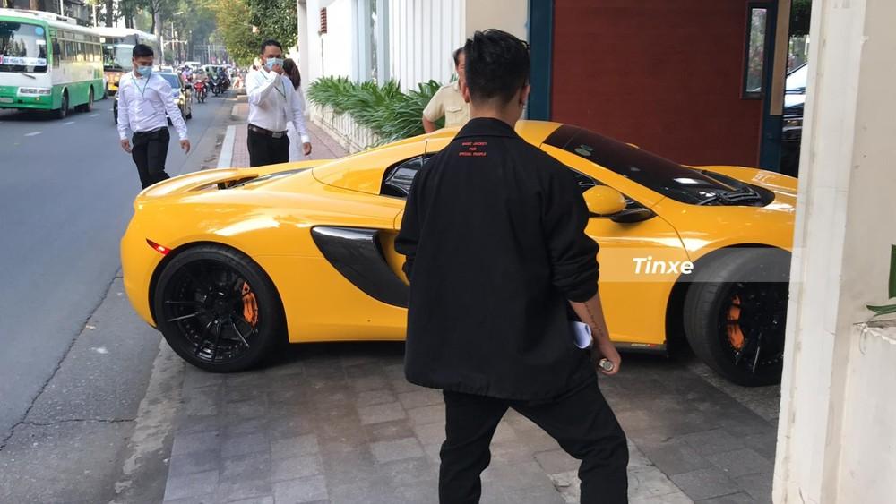 Sự có mặt của siêu xe McLaren 650S Spider khiên giới mê xe tin rằng đám cưới của Phan Thành sẽ có siêu xe đi đưa dâu