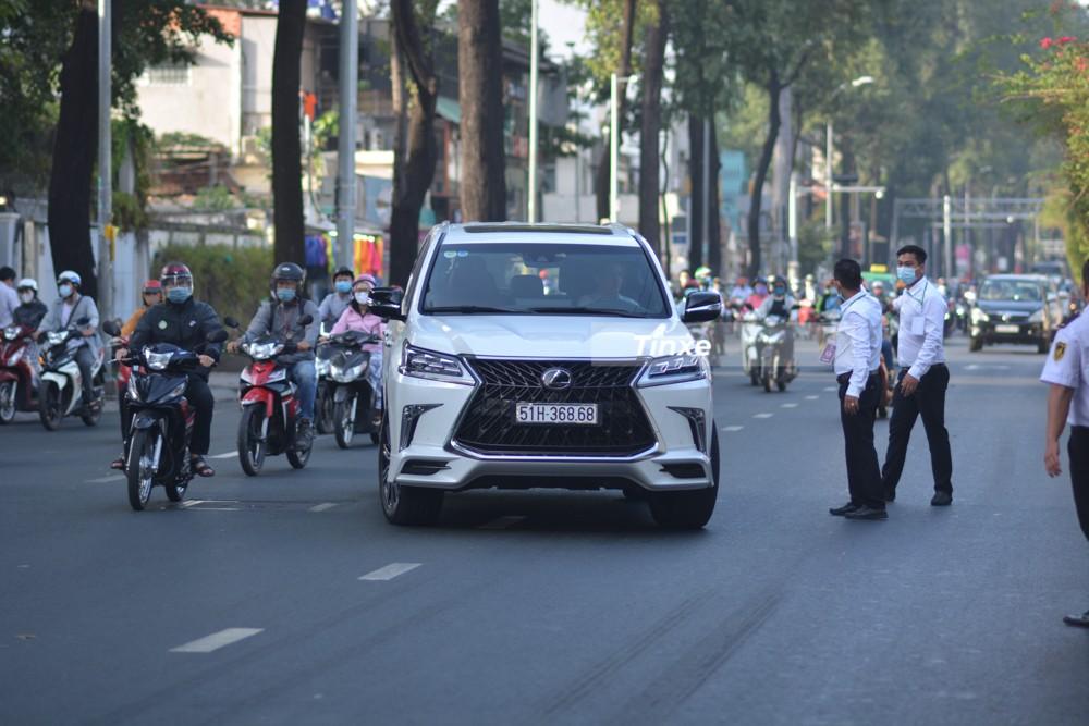 Bộ 3 chuyên cơ mặt đất Lexus LX570 Super Sport hơn 32 tỷ với các loại biển siêu VIP ở Sài thành khoe dáng cùng nhau