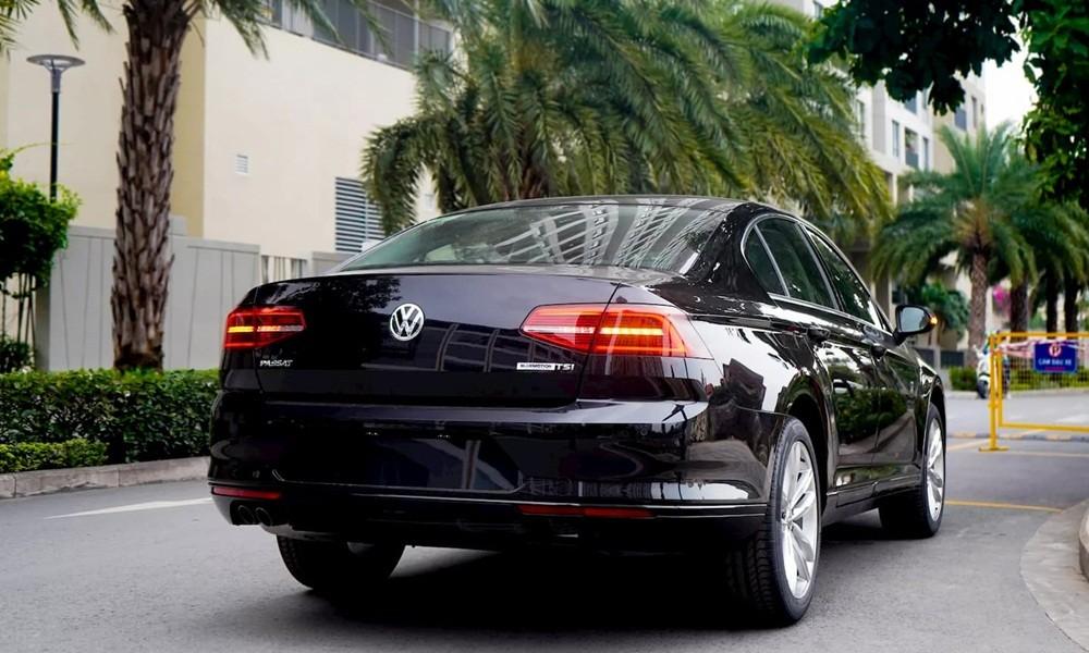 Giá xe Volkswagen Passat dao động từ 1,2 - 1,4 tỷ đồng