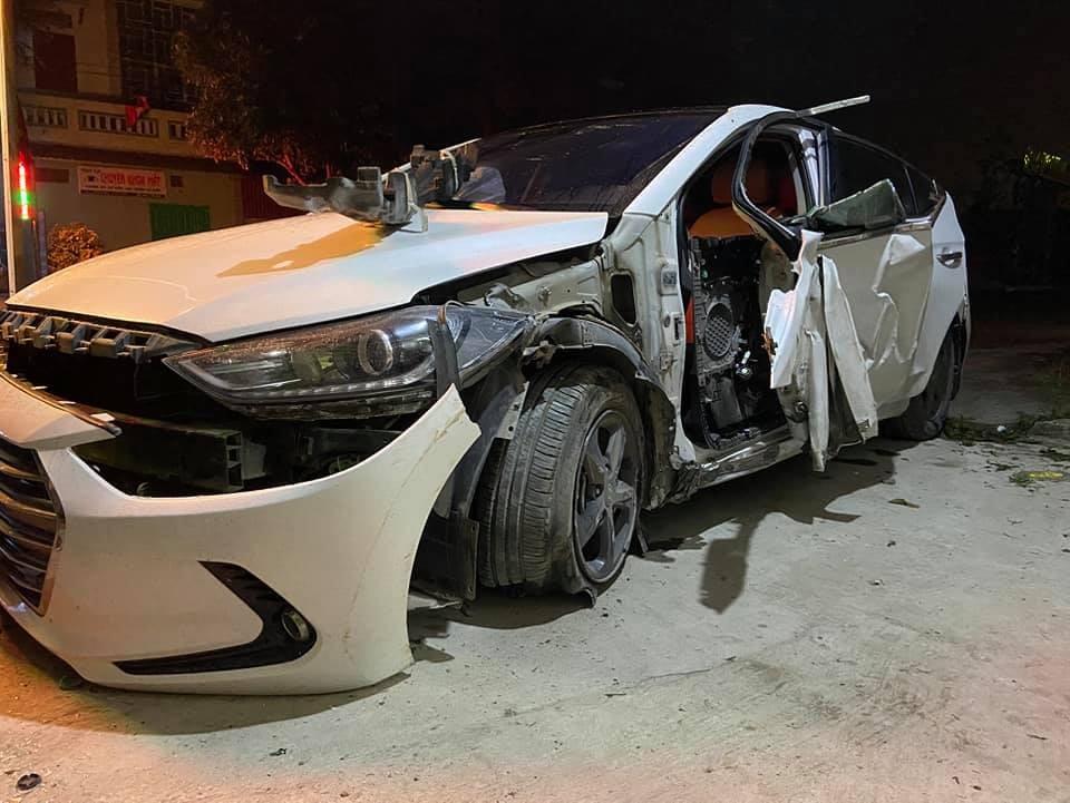 Chiếc ô tô Hyundai Elantratại hiện trường vụ tai nạn