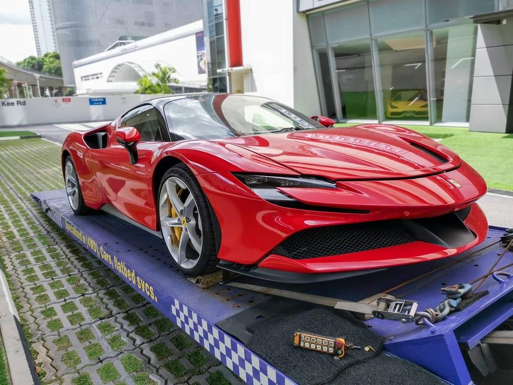 Chỉ hơn 1 năm ra mắt siêu xe Ferrari SF90 Stradale, các đại gia Singapore đã có chiếc xe đầu tiên