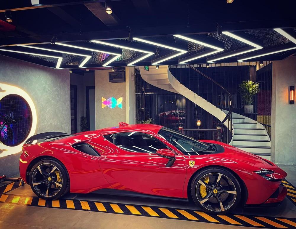 Hiện Việt Nam là đất nước đầu tiên có hình ảnh đầy đủ của 2 chiếc Ferrari SF90 Stradale được đăng tải trên mạng