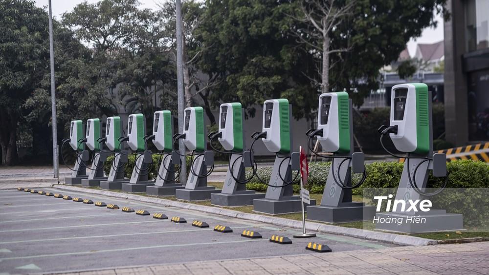 10 trạm sạc nhanh mới của VinFast đã được lắp đặt tại Vinhome Long Biên.
