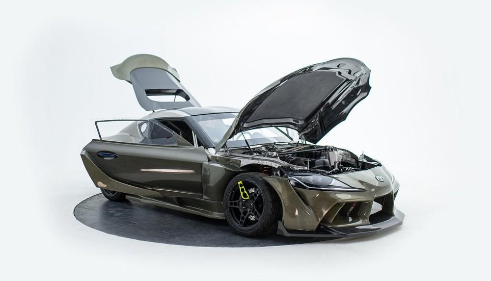 Không chỉ được độ thân vỏ mới, chiếc xe còn mang một khối động cơ2JZ-GTE từ Toyota
