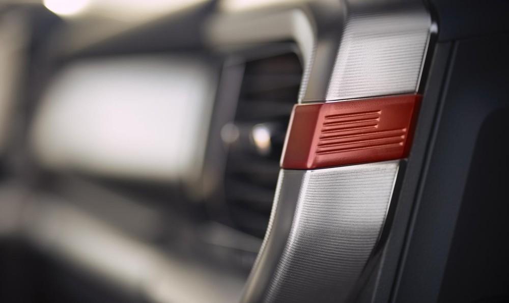Ford F-150 Raptor 2021 có những điểm nhấn màu cam trong nội thất