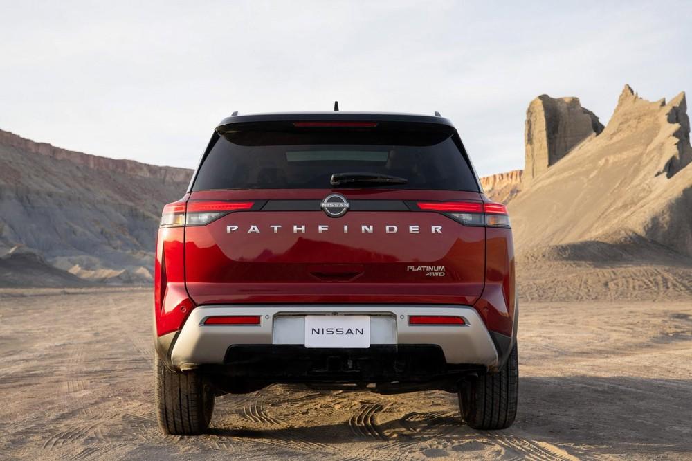 Nissan Pathfinder 2022 nhìn từ phía sau
