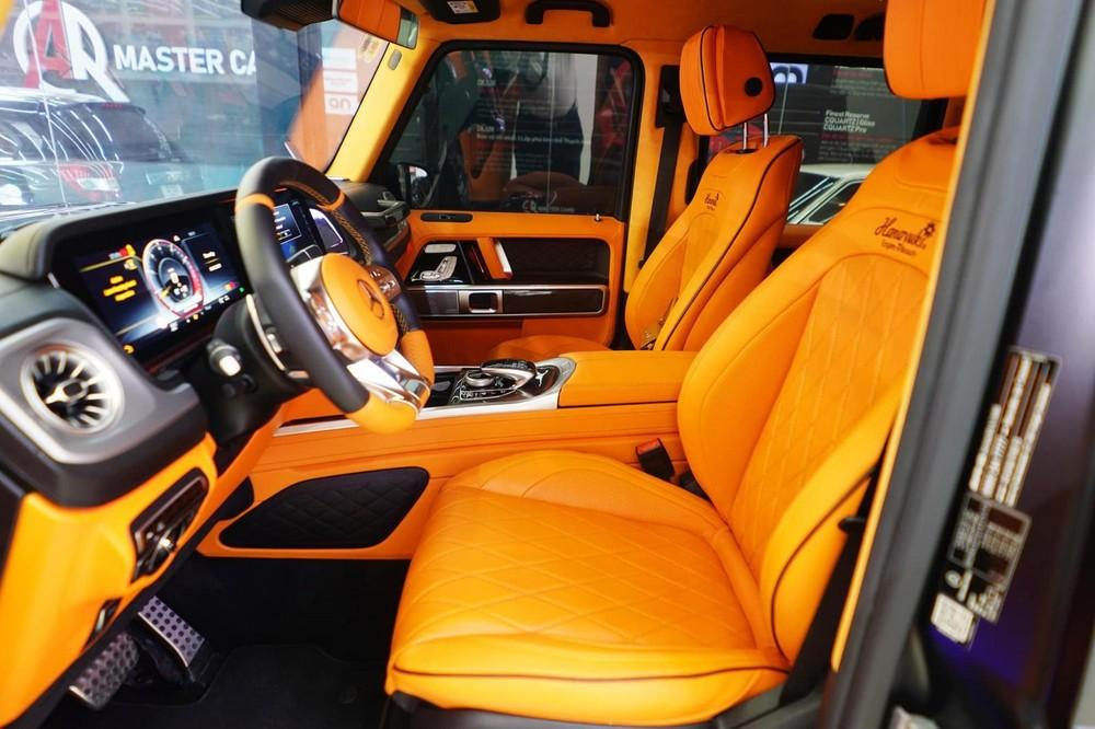 Nội thất xe được làm mới lại với tông màu cam tạo điểm nhấn