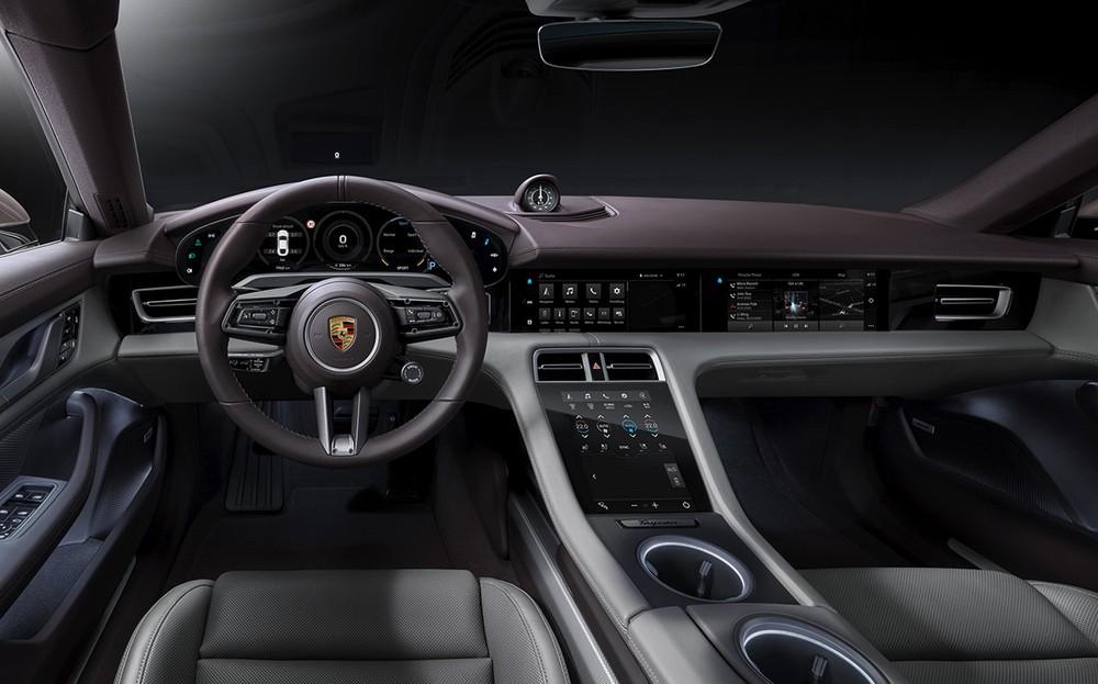 Nội thất Porsche Taycan mang hơi hướng thể thao, hiện đại và cá tính.