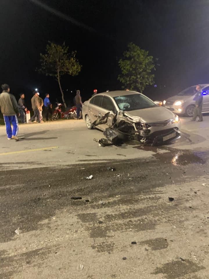 Chiếc Toyota Vios gãy trục trước sau vụ tai nạn