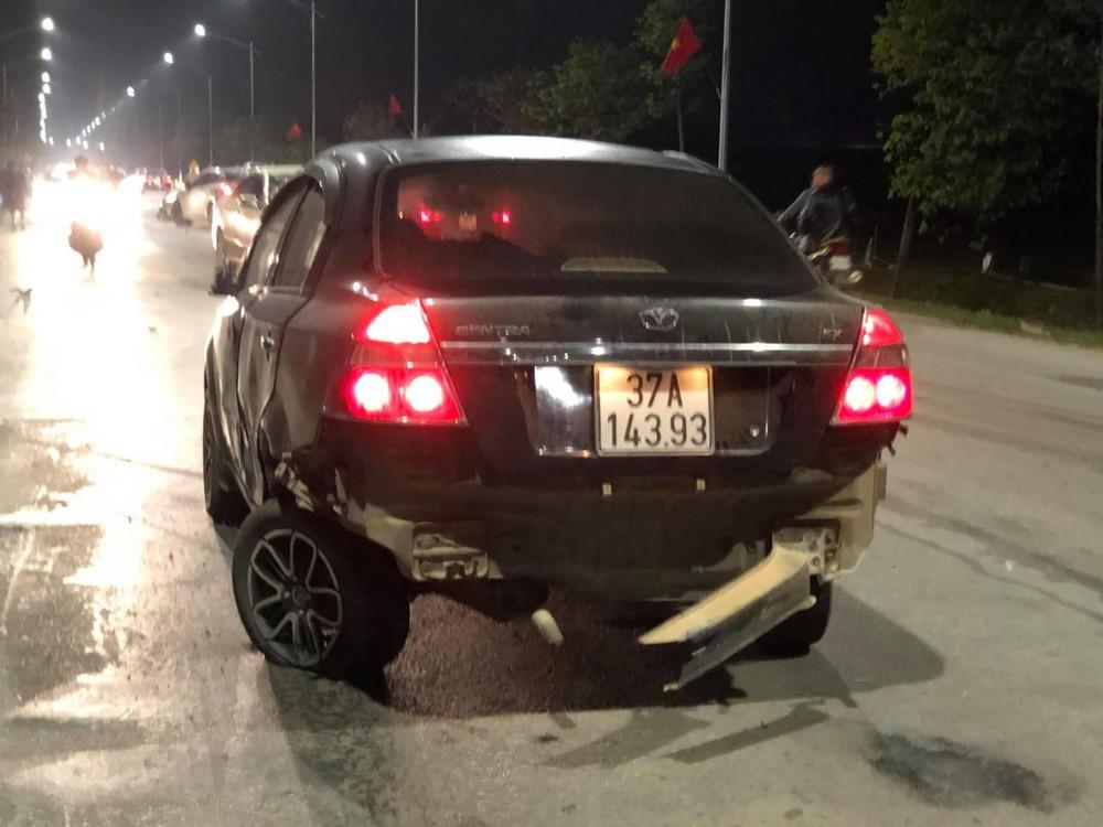 Chiếc Daewoo Gentra bị hư hỏng phần đuôi xe