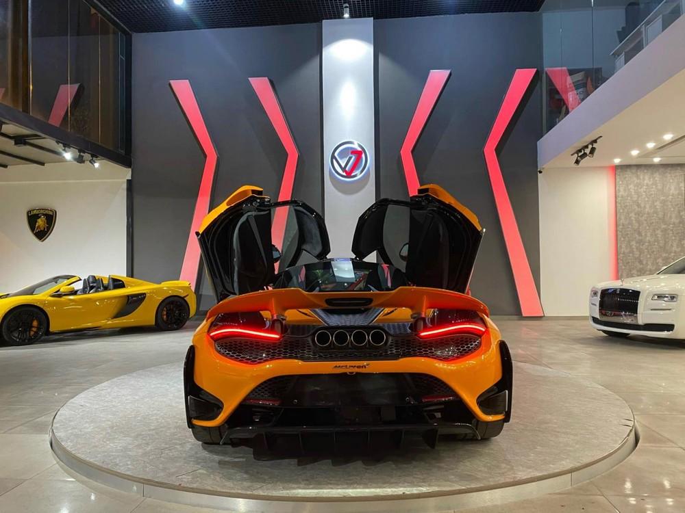 Cận cảnh phần đuôi siêu xe McLaren 765LT độc nhất Việt Nam hiện nay