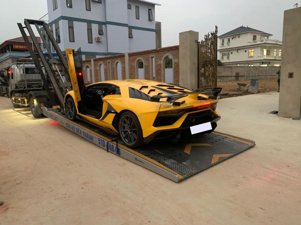 Siêu xe Lamborghini Aventador SVJ được chủ nhân cho về Thanh Hoá đón Tết Nguyên đán