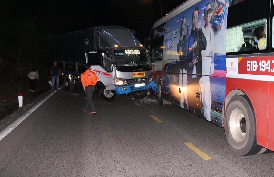 3 chiếc xe đã bị hư hỏng sau vụ tai nạn liên hoàn