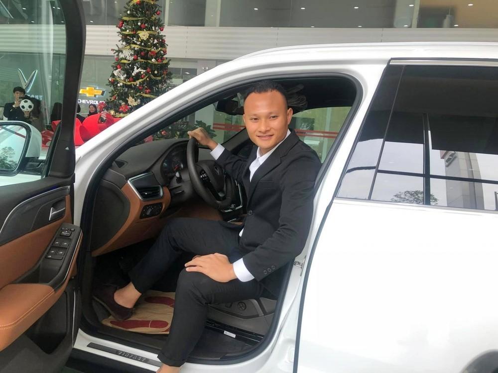 Trước đó, Trọng Hoàng cũng đã sở hữu một chiếc xe VinFast nhưng thuộc dòng SUV là LUX SA2.0
