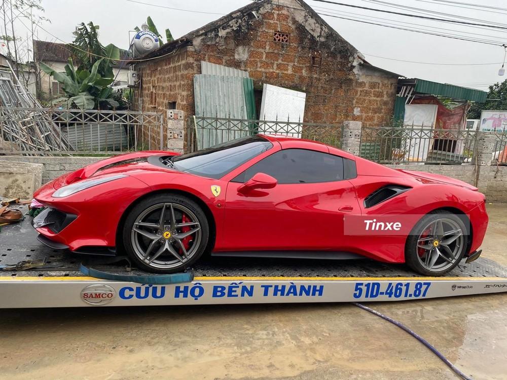Đây là lần hiếm hoi Hoàng Kim Khánh mang siêu xe về quê vợ để chơi Tết