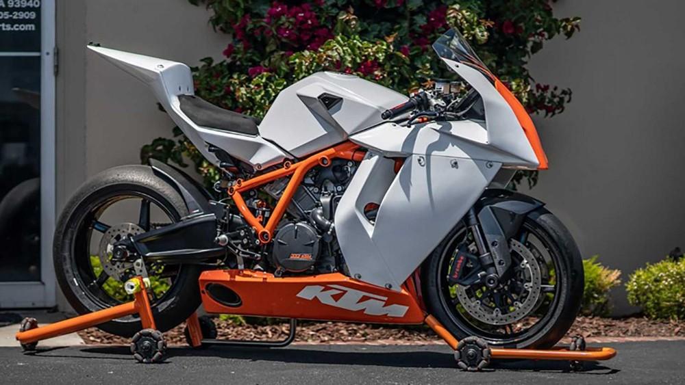 Vẻ đẹp độc đáo của KTM RC8 trước đây