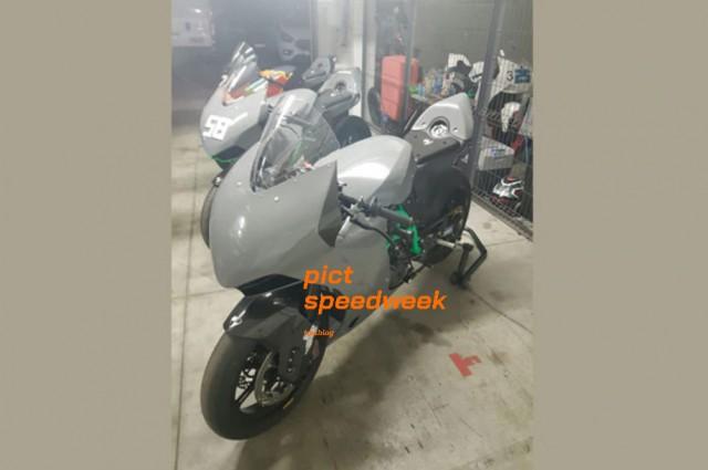 Hình ảnh được hé lộ về mẫu Sport bike mới của KTM