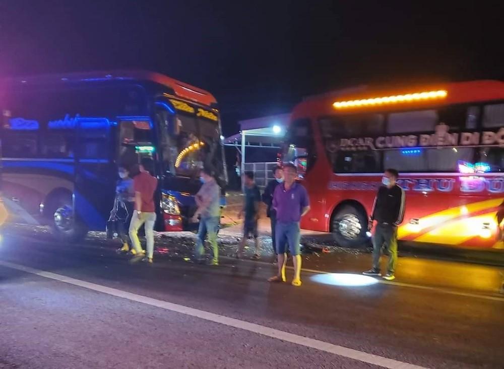 Hiện trường vụ tai nạn giữa 2 xe khách trên Quốc lộ 14 vào tối qua