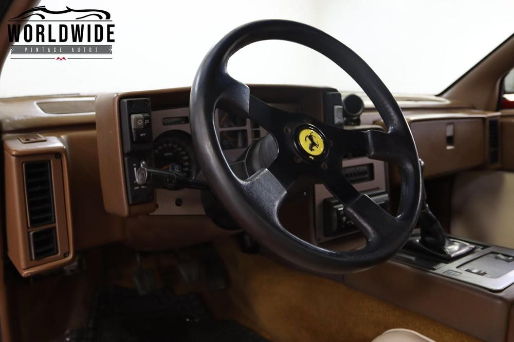 Hệ thống láicủa chiếc Ferrari F40 giả mạo