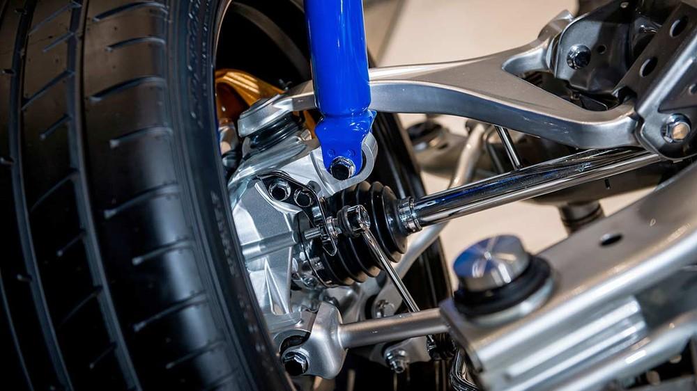 Chi phí thay thế giảm xóc hoặc thanh giằng hệ thống treo của Nissan GT-R không rẻ