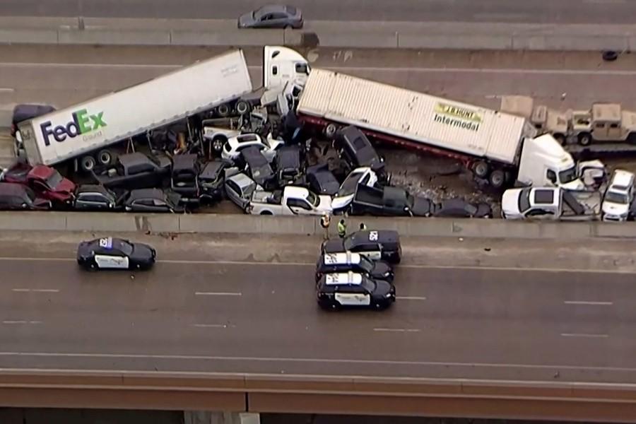 Hiện trường vụ tai nạn kéo dài khoảng 1,6 km
