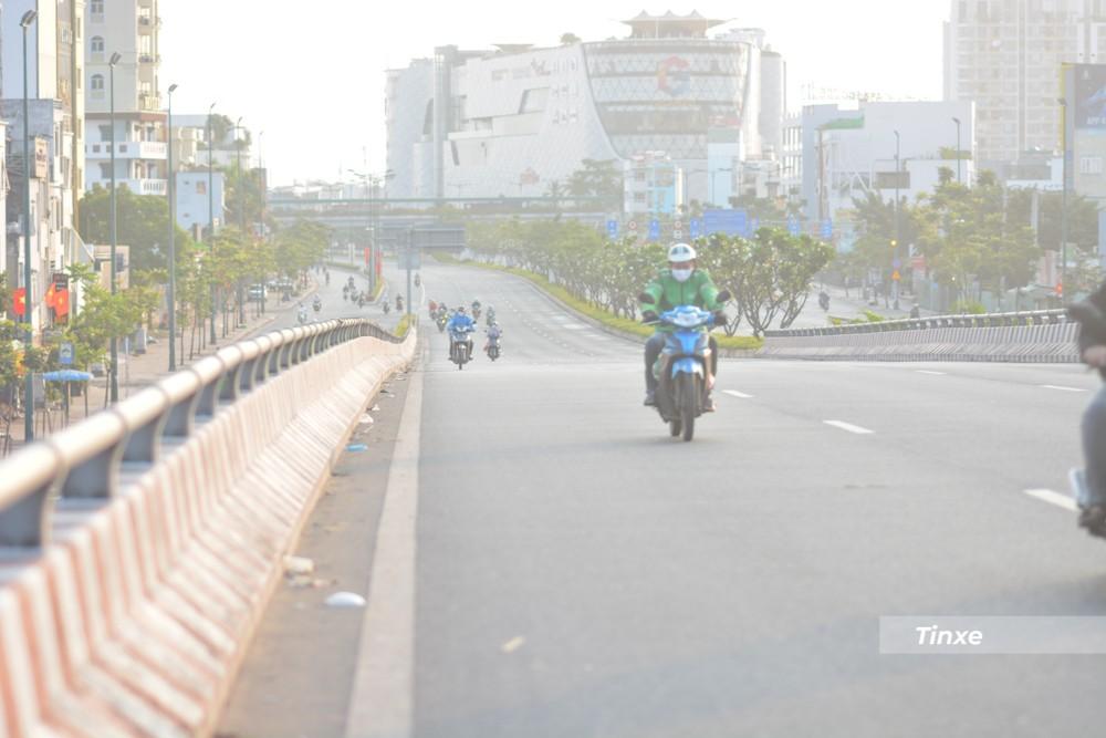 Tình trạng vắng vẻ xe cộ của Sài thành trong những ngày Xuân được người dân thích thú.