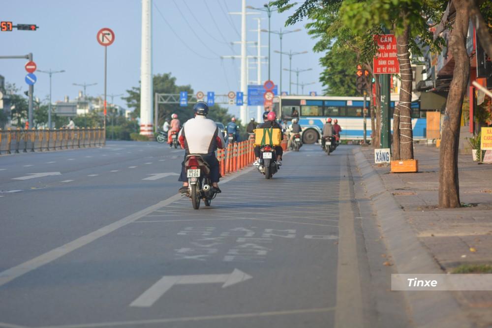 Đường Phạm Văn Đồng giao với Phan Văn Trị là nỗi ám ảnh của không ít người tham gia giao thông vào mỗi buổi sáng hay giờ tan tầm trong các ngày thường, nhưng mùng 1 Tết, giao lộ này rất thông thoáng.