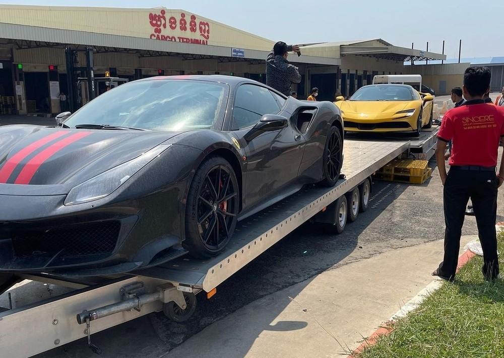 Chiếc siêu xe Ferrari SF90 Stradale cùng với Ferrari 488 Pista