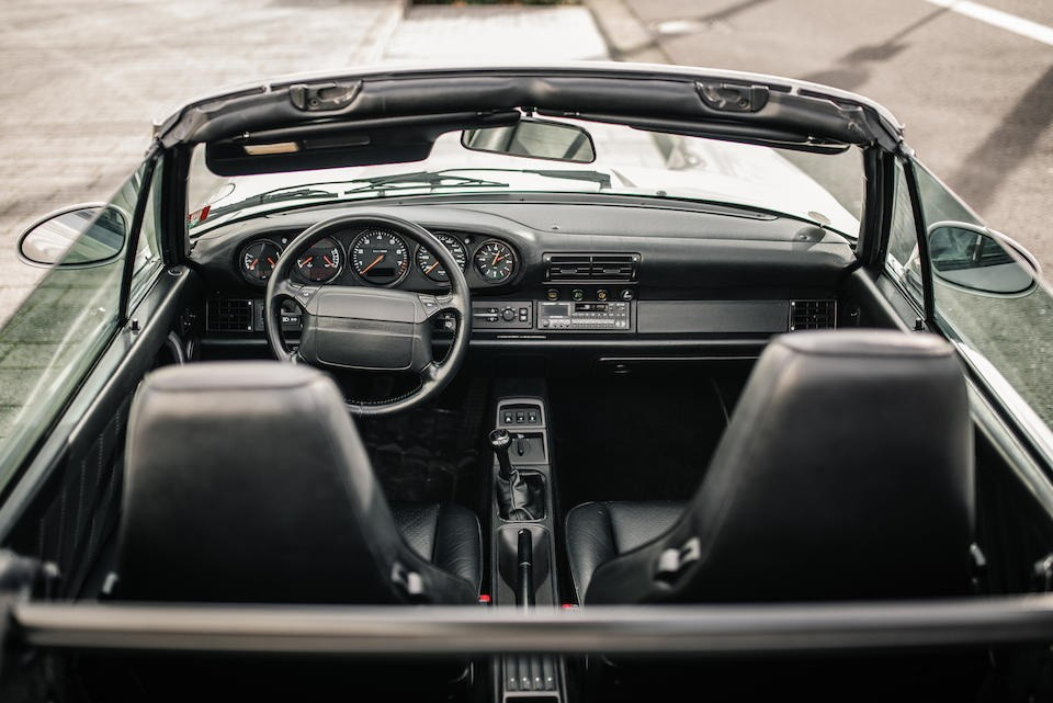 Nội thất của chiếcPorsche 911 Type 964 Carrera 2 Convertible Works Turbo Look 1992
