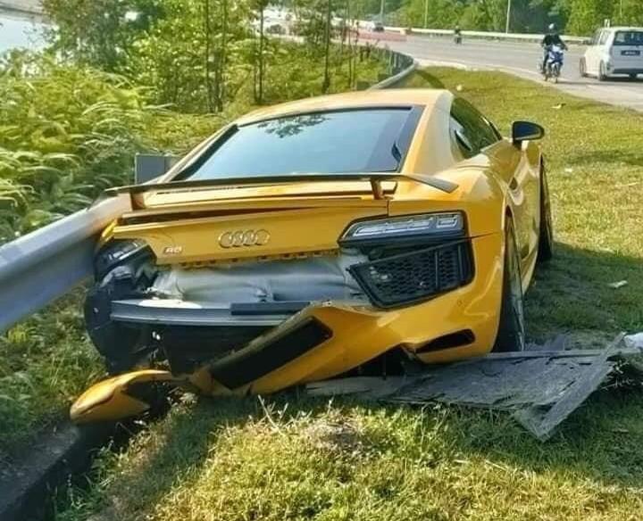 Phần đuôi siêu xe Audi R8 V10 Plus thiệt hại khá nặng