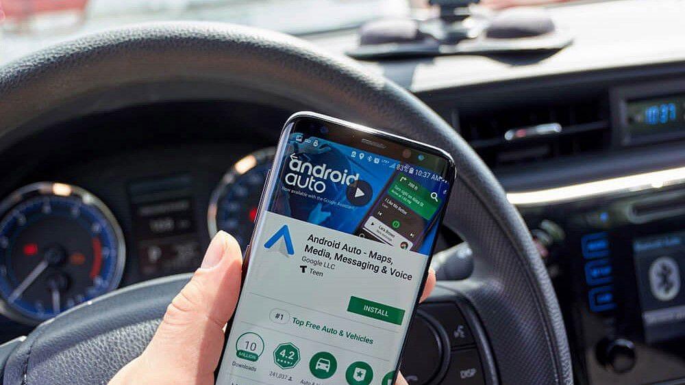 Để sử dụng Android Auto, người dùng cần phải tải và cài đặt phần mềm này.