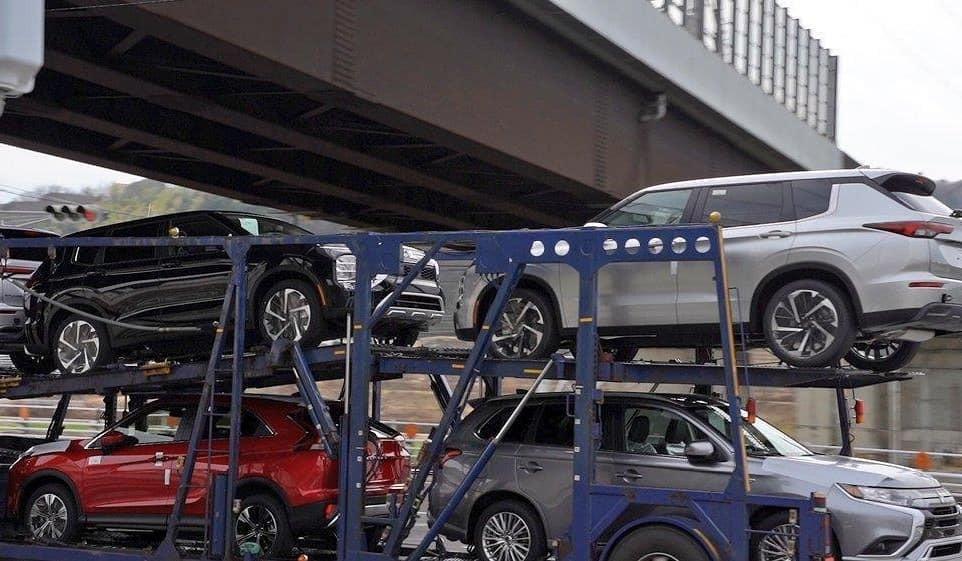 Mitsubishi Outlander 2021 bị bắt gặp khi đang được chở trên xe thớt để đến đại lý tại Nhật Bản