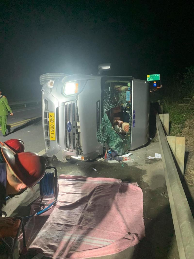Hiện trường vụ tai nạn trên cao tốc Nội Bài - Lào Cai