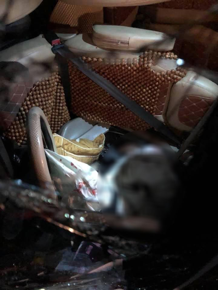 Tài xế mắc kẹt trong cabin xe khách và tử vong
