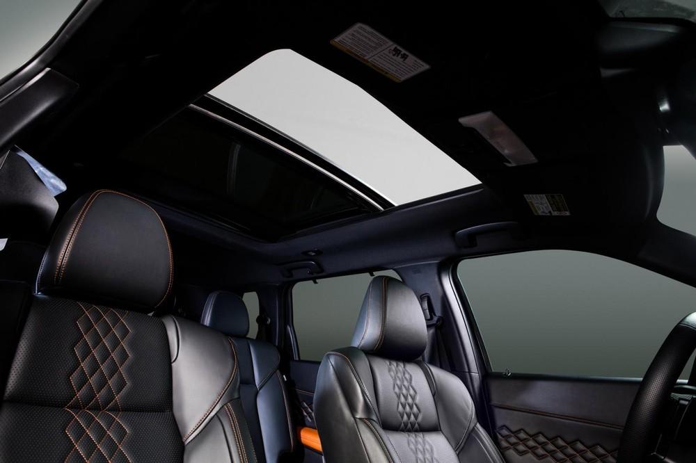 Mitsubishi Outlander 2021 có cả cửa sổ trời toàn cảnh