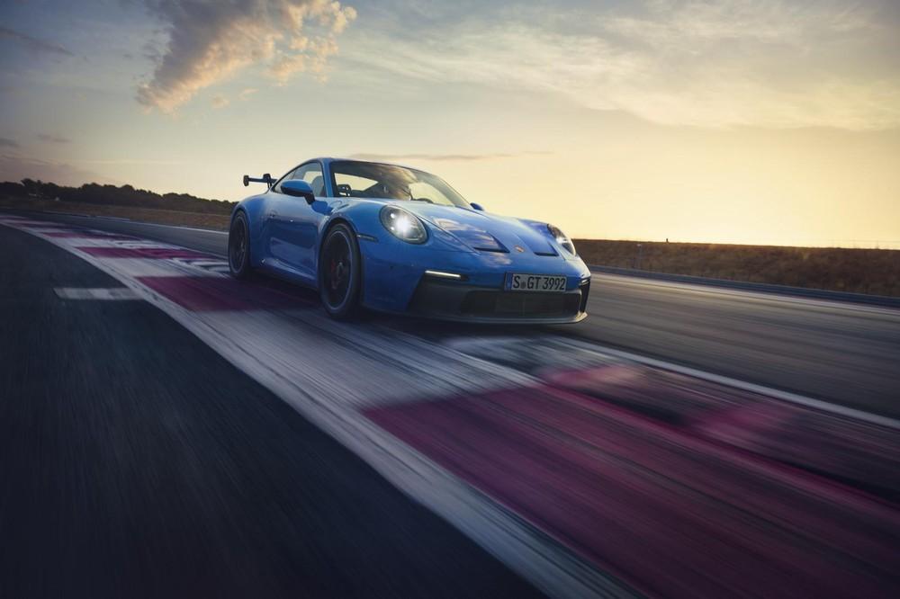 Porsche 911 GT3 2022 trình làng