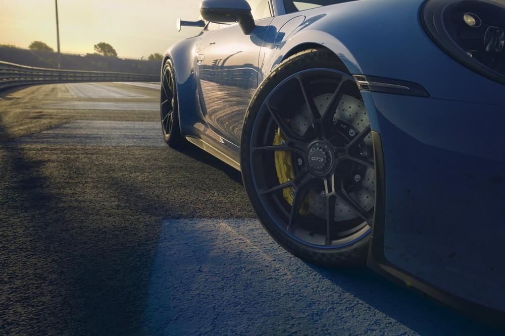 Porsche 911 GT3 2022 với đĩa phanh trước có đường kính lớn