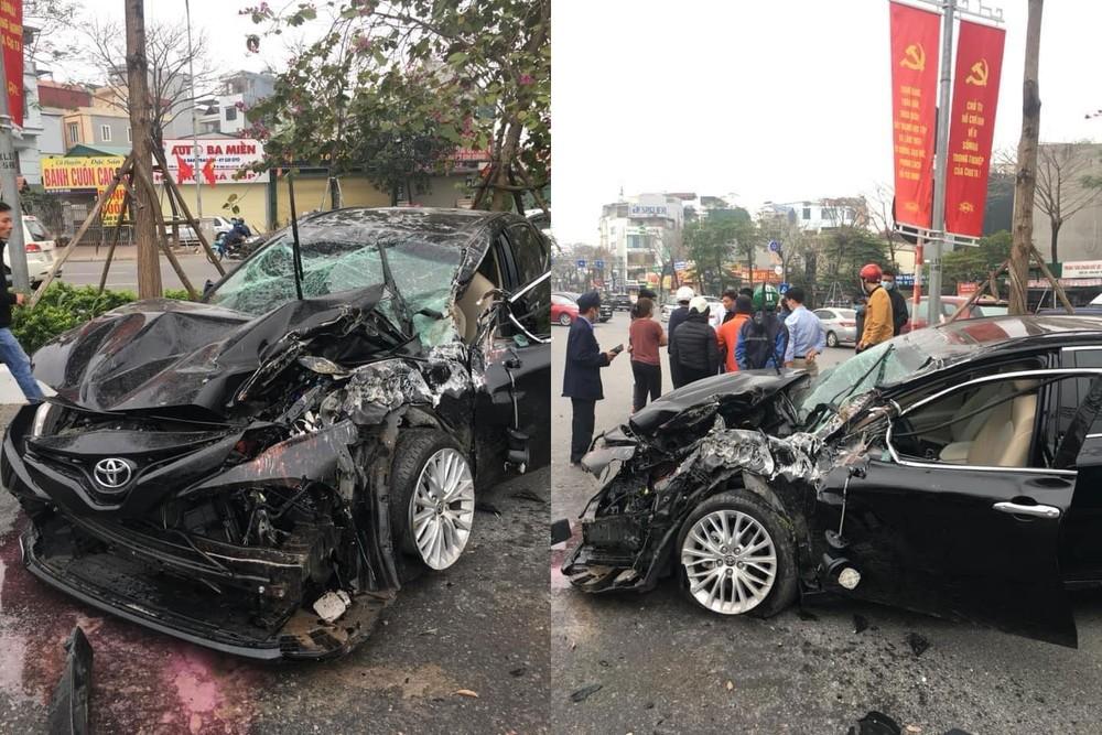 Chiếc Toyota Camry hư hỏng nặng sau vụ tai nạn